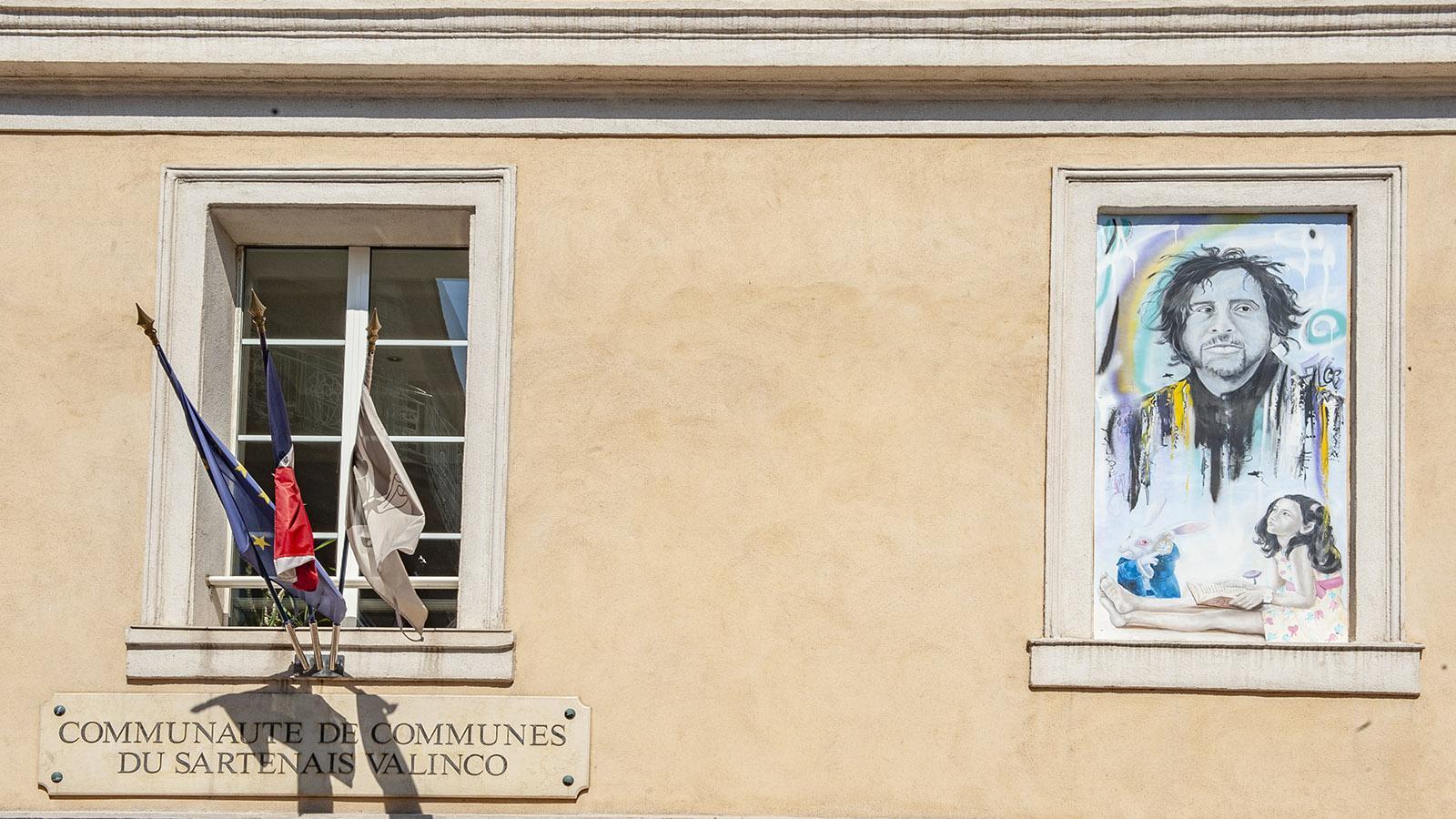 Propriano: Wandbild am Rathaus. Foto: Hilke Maunder