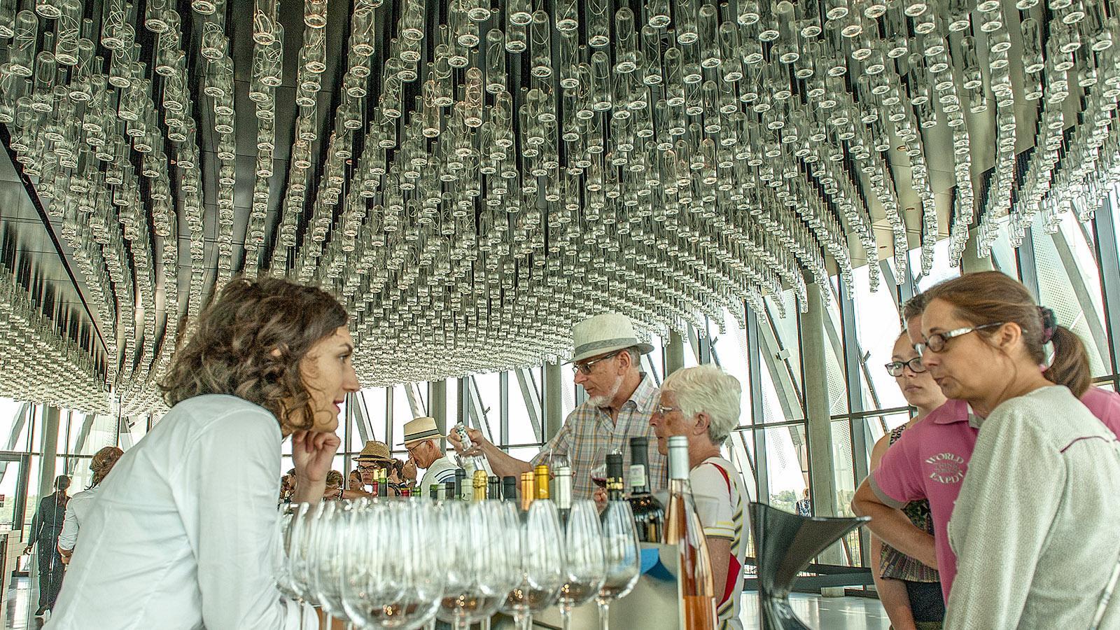 Bordeaux: Die Panoramabar der Cité du Vin. Foto: Hilke Maunder