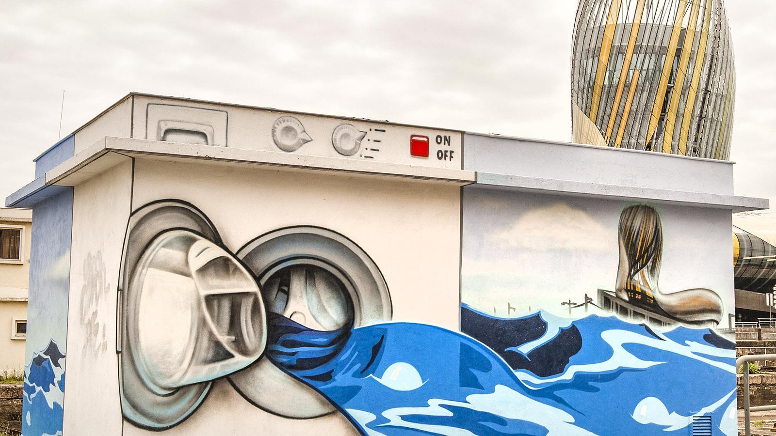 Bordeaux: Die Cité du Vin als Street-Art-Motiv. Foto: Hilke Maunder