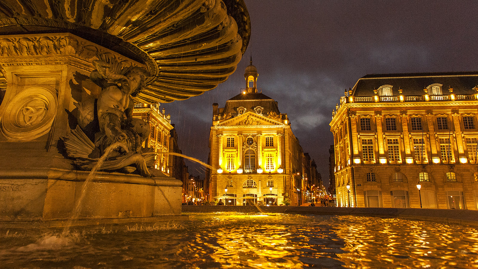 Bordeaux: Place de la Bourse bei Nacht. Foto: Hilke Maunder