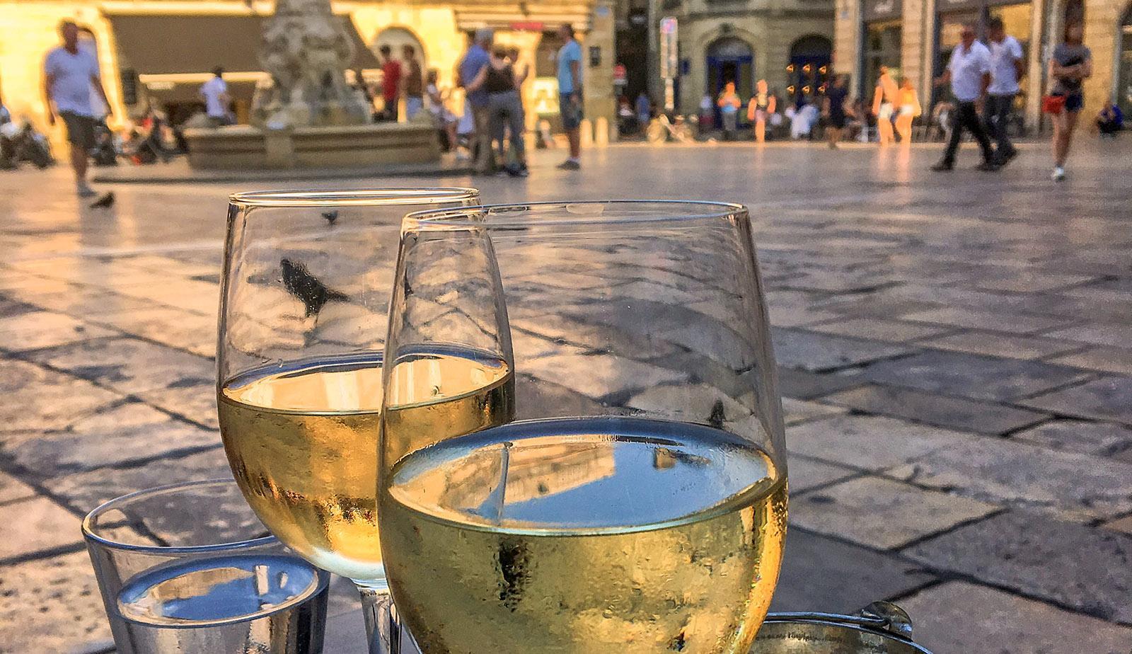 Bordeaux: Treffpunkt zum Apéro - die Place du Parliament. Foto: Hilke Maunder