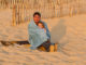 Carcans-Plage: Vater mit Tochter. Foto: Hilke Maunder