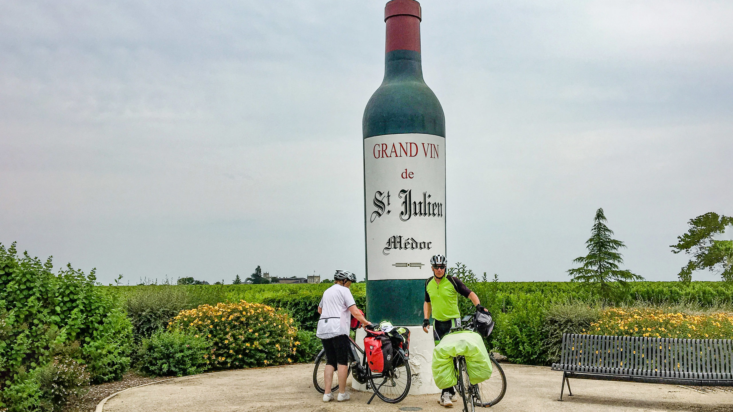 Médoc: Radwanderer bei Saint-Julien. Foto: Hilke Maunder