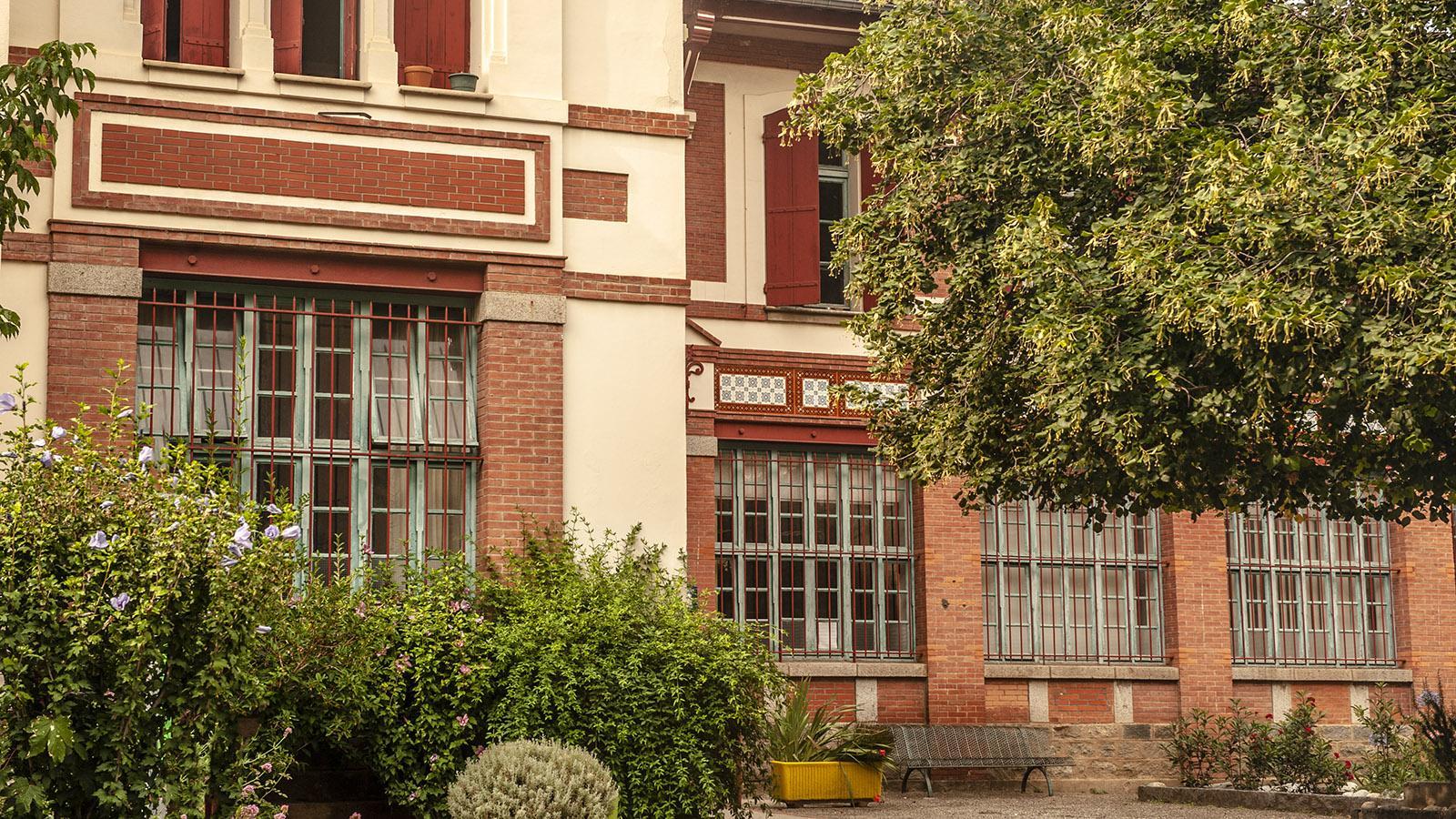 Die Fassaden der Stadt spiegeln die industrielle Vergangenheit. Foto: Hilke Maunder