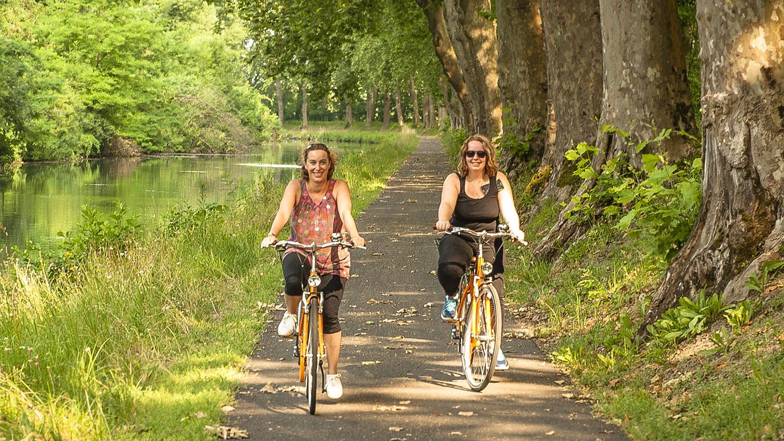 Entre-deux-Mers: Abseits vom Verkehr unterwegs am Canal Lateral de la Garonne. Die Treidelpfade sind herrlich zum Radfahren! Foto: Hilke Maunder