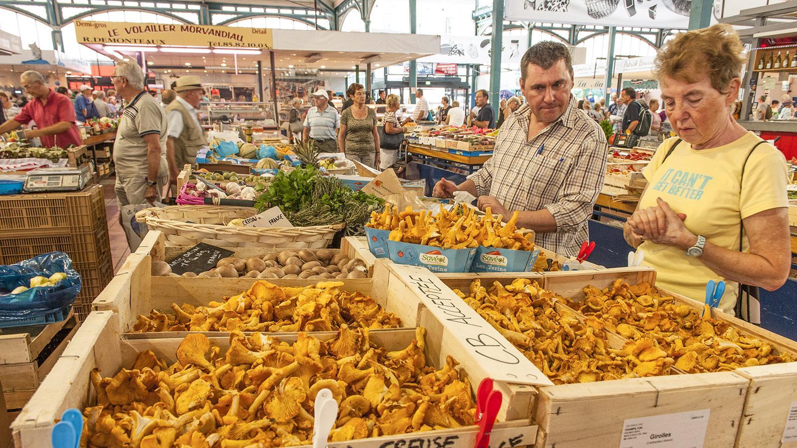 Pfifferling aus der Creuse, ab September topfrisch in der Markthalle von Dijon. Foto: Hilke Maunder