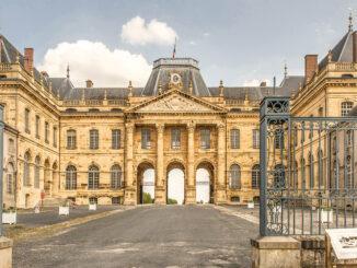 Das Château des Lumières von Lunéville mit seinem Ehrenhof. Foto: Hilke Maunder