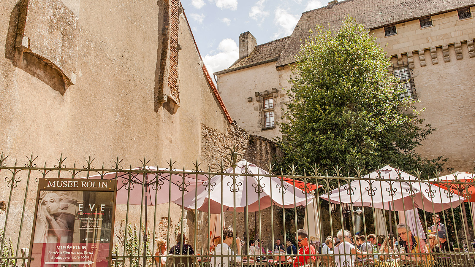 Autun: Café am Musée Rolin. Foto: Hilke Maunder