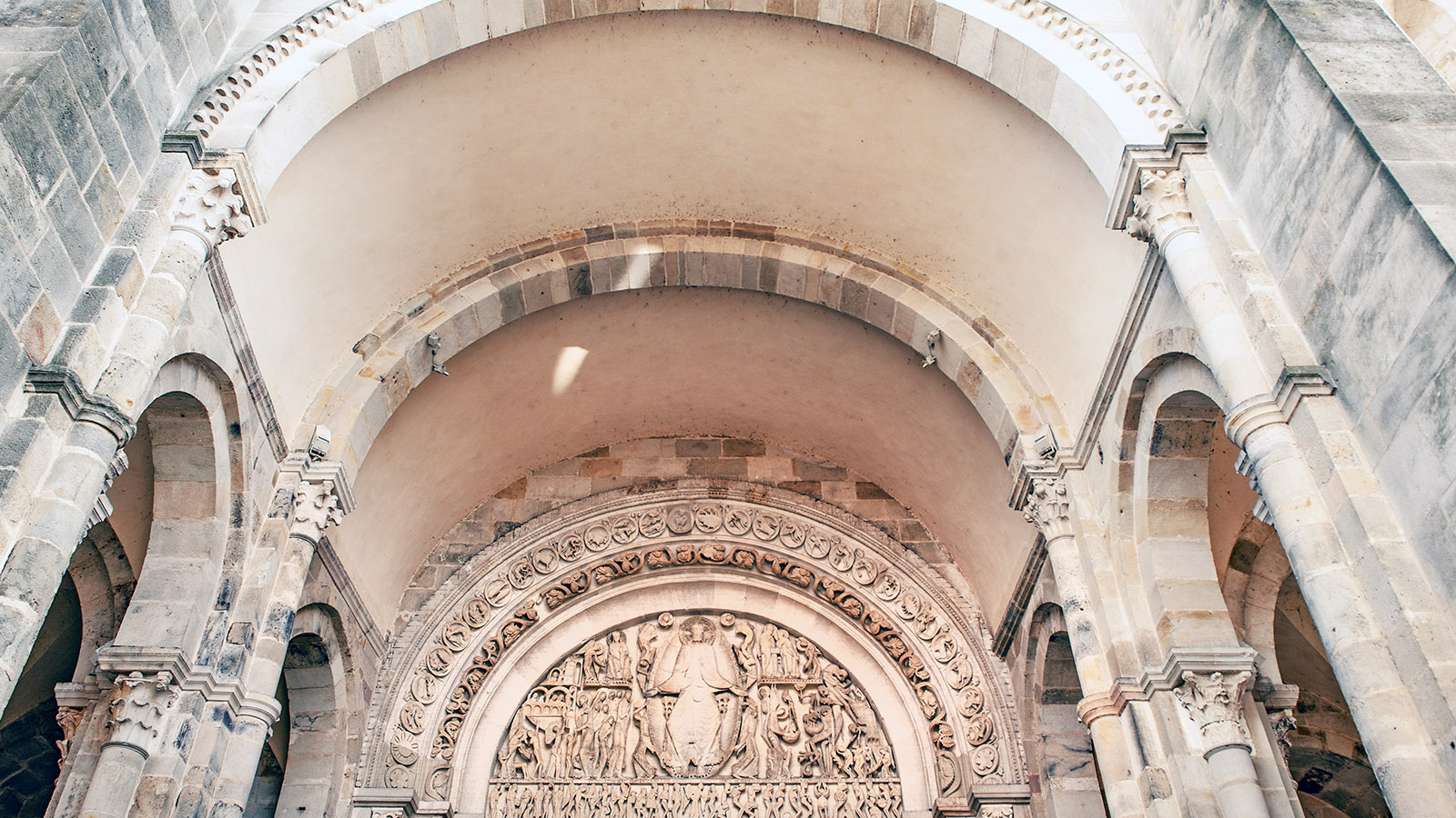 Autun: Portal der Kathedrale. Foto: Hilke Maunder