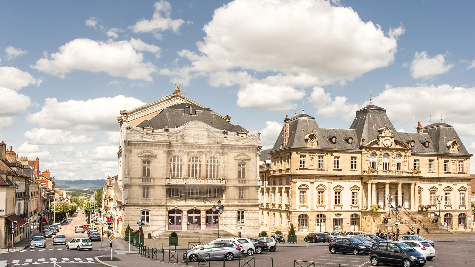 Autun: Rathaus und Stadttheater auf der Place du Champ de Mars. Foto: Hilke Maunder