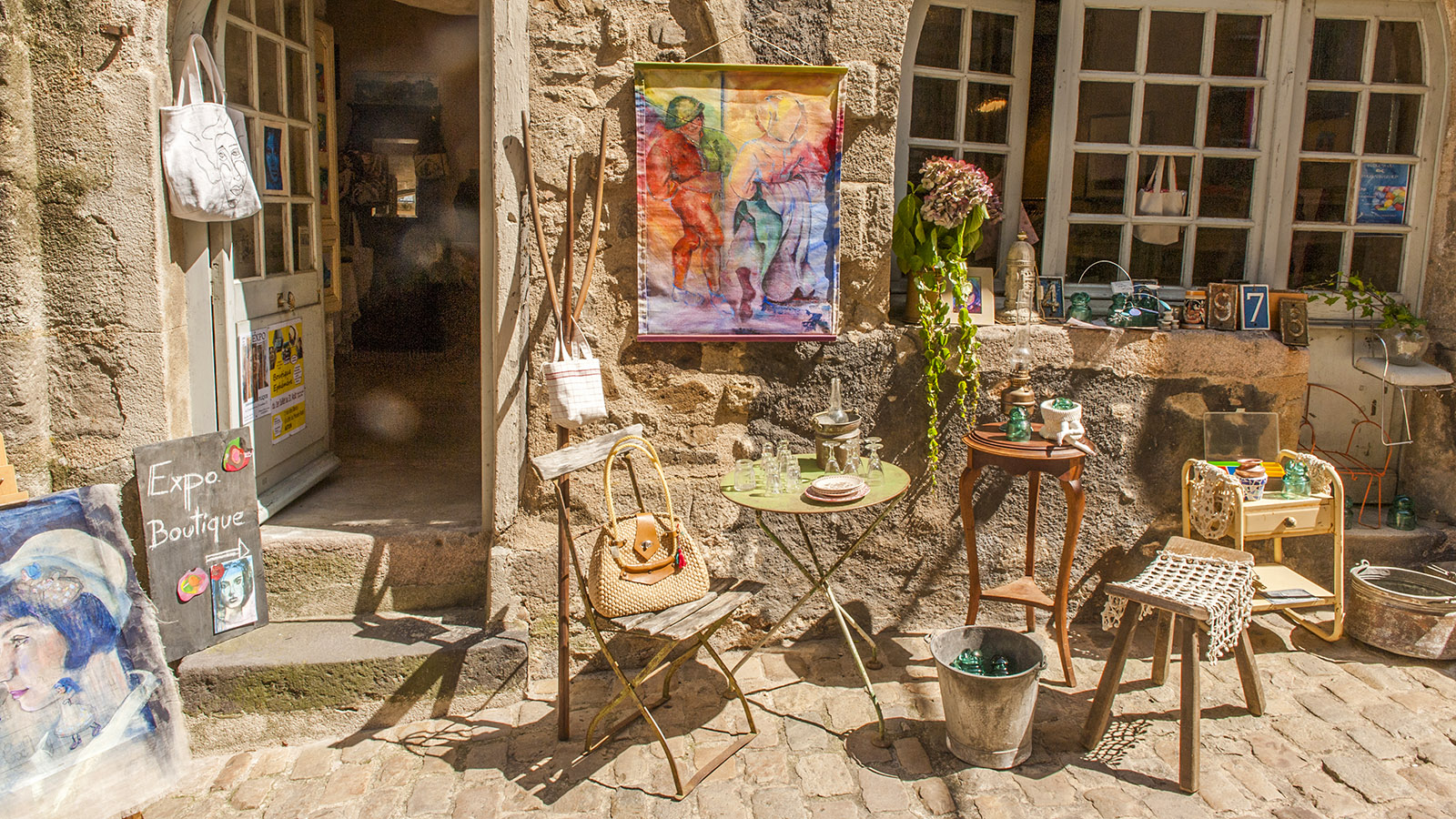 Trödel und Kunsthandwerk –in Autun in vielen Läden zu finden. Foto: Hilke Maunder