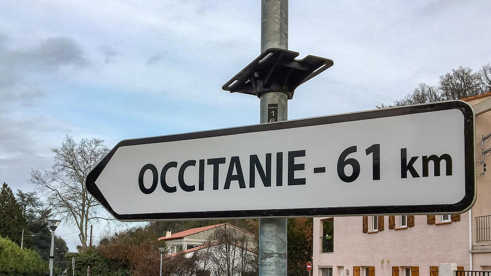 Prats-de-Mollo. Im Tal des Tech weisen zahlreiche Wegweiser die Richtung Occitanie. Hier ist man im Pays Catalan.
