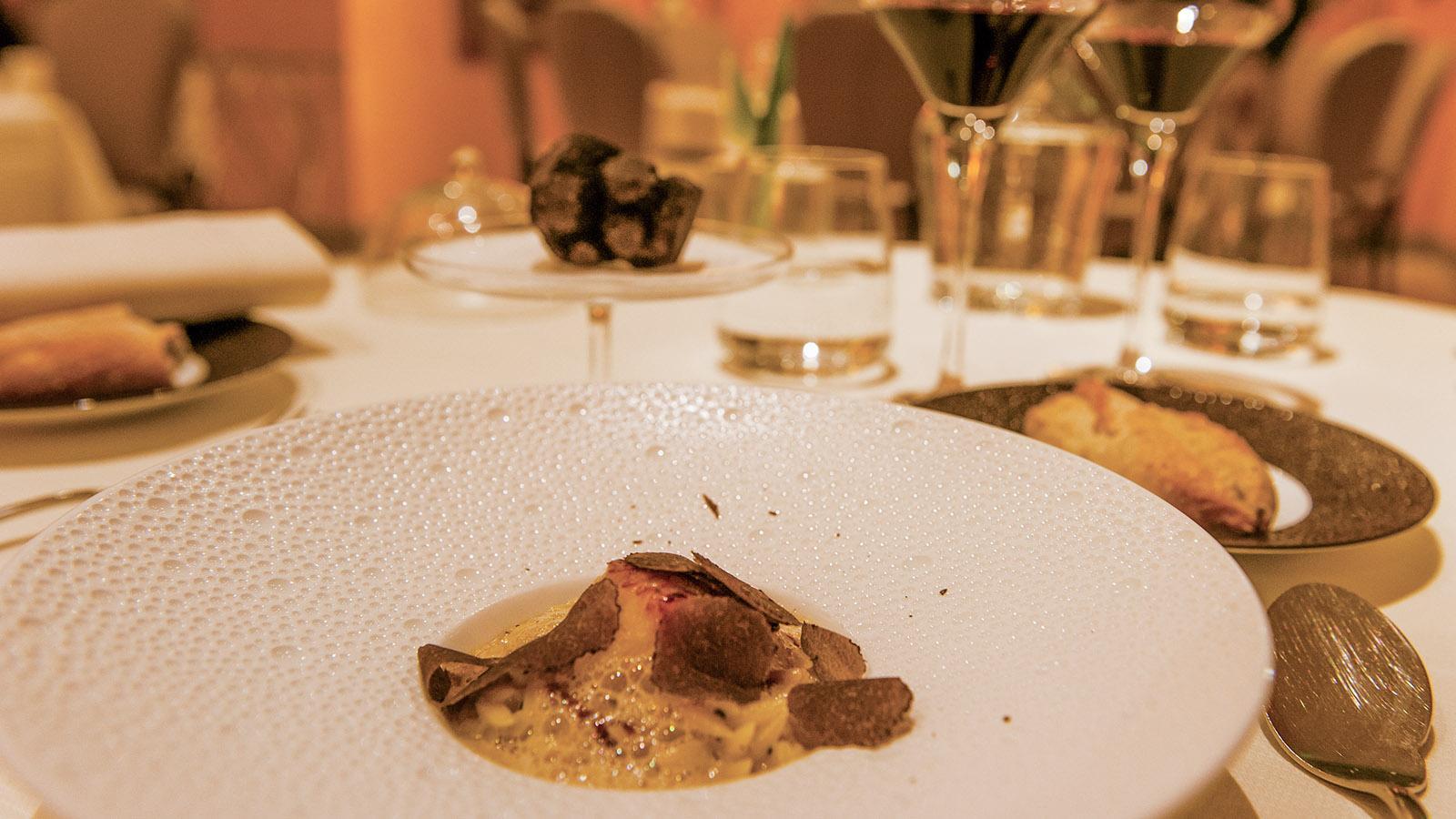 Bruno Chartron. La noix de Saint-Jacques Française grillée, Orzotto truffé, bouillon de légumes emulsioné. Foto: Hilke Maunder