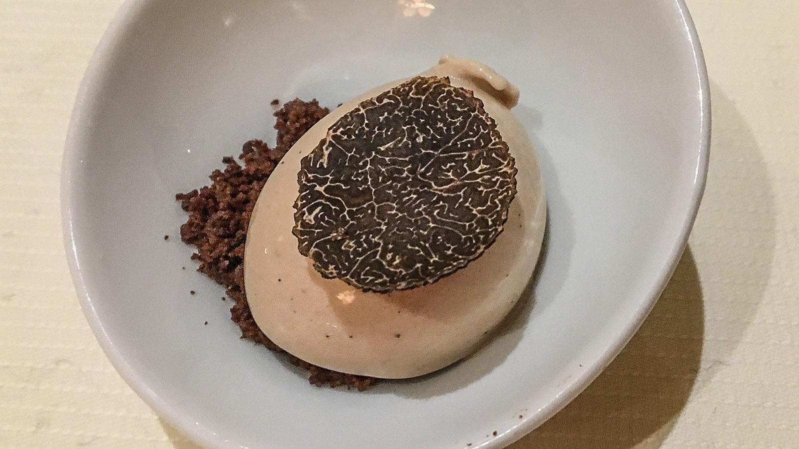 Bruno Chartron: Pré dessert marron truffé. Foto: Hilke Maunder