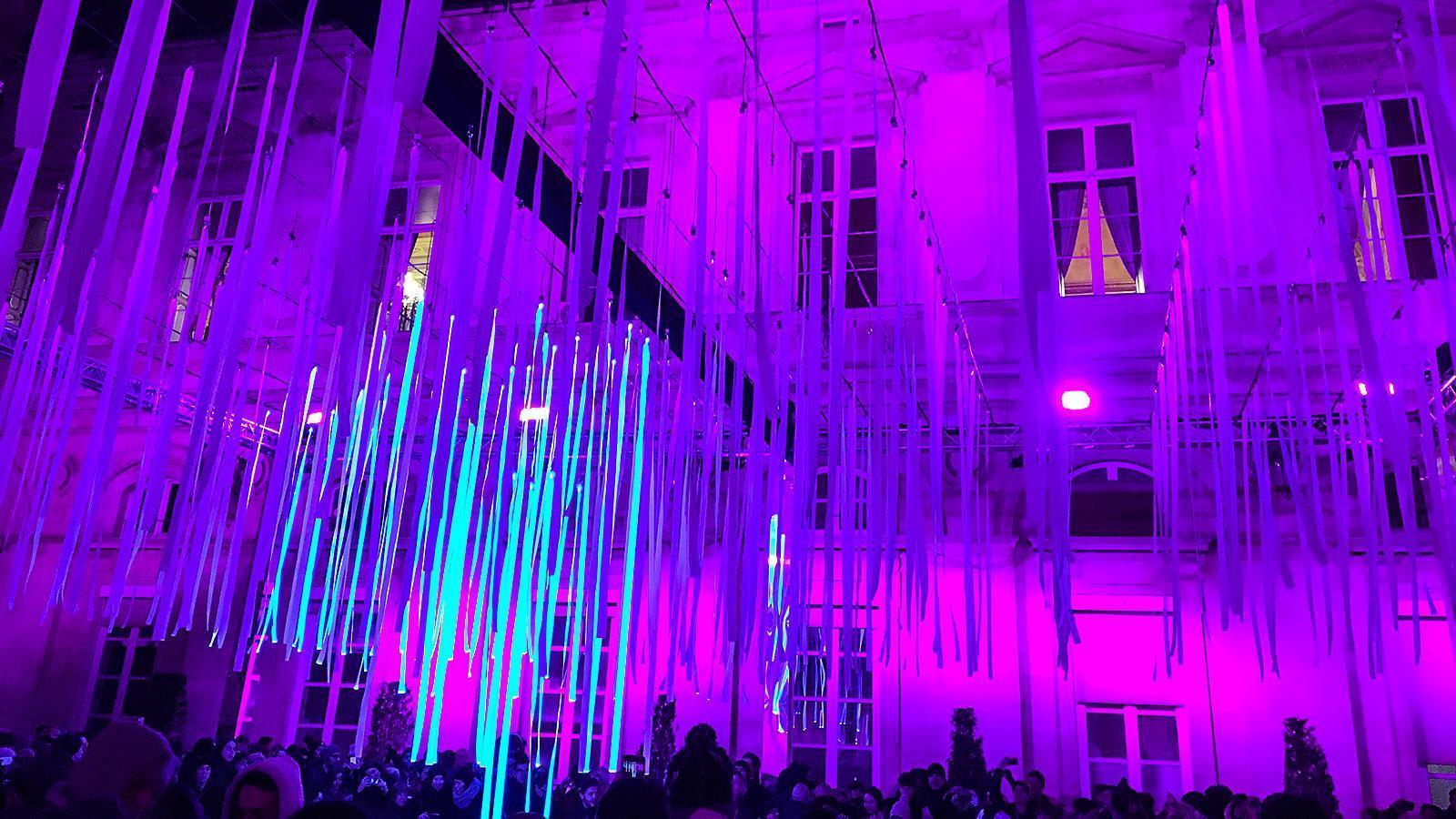 Fête des Lumières: im Innenhof des Rathauses. Foto: Hilke Maunder