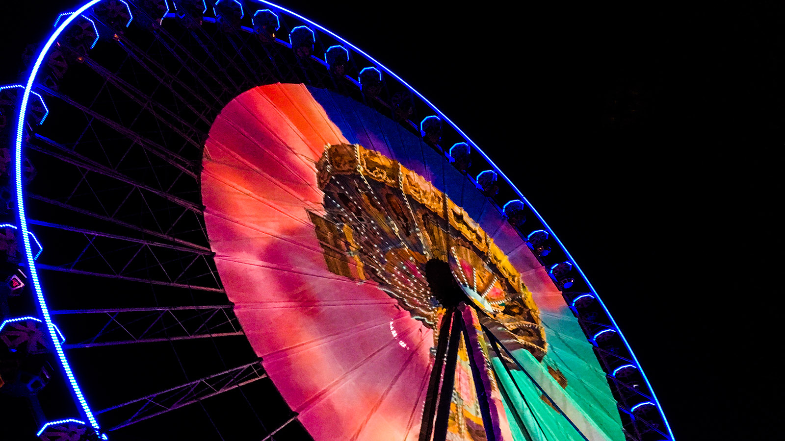 Fête des Lumières: Auf dem Riesenrad erzählt die Illumination die Geschichte einer Reise. Foto: Hilke Maunder