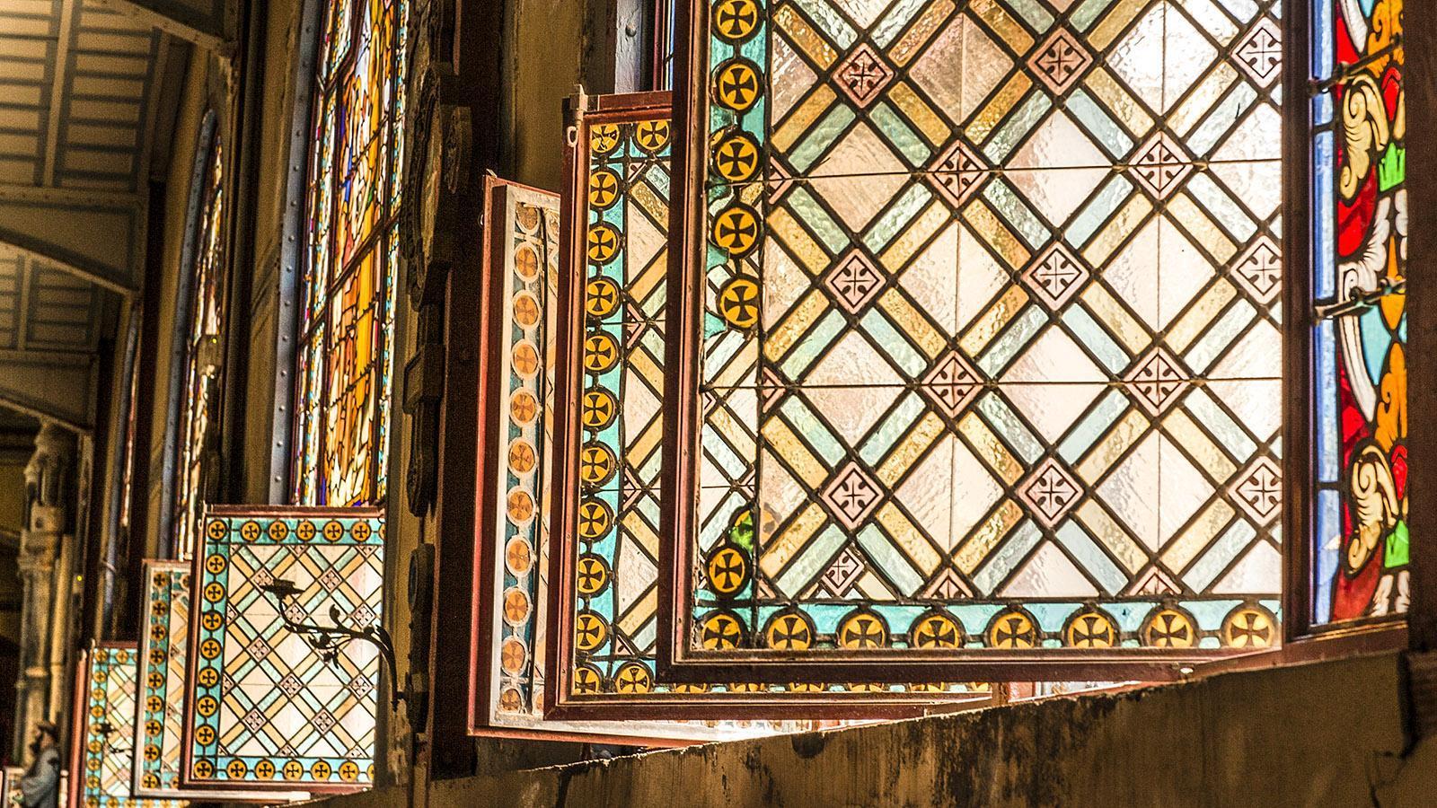 Die Buntglasfenster der Kathedrale von Fort-de-France. Foto: Hilke Maunder