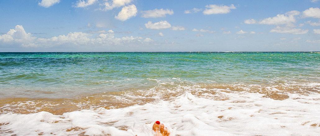 Badespaß in der Anse de l'Étang von Martinique. Foto: Hilke Maunder
