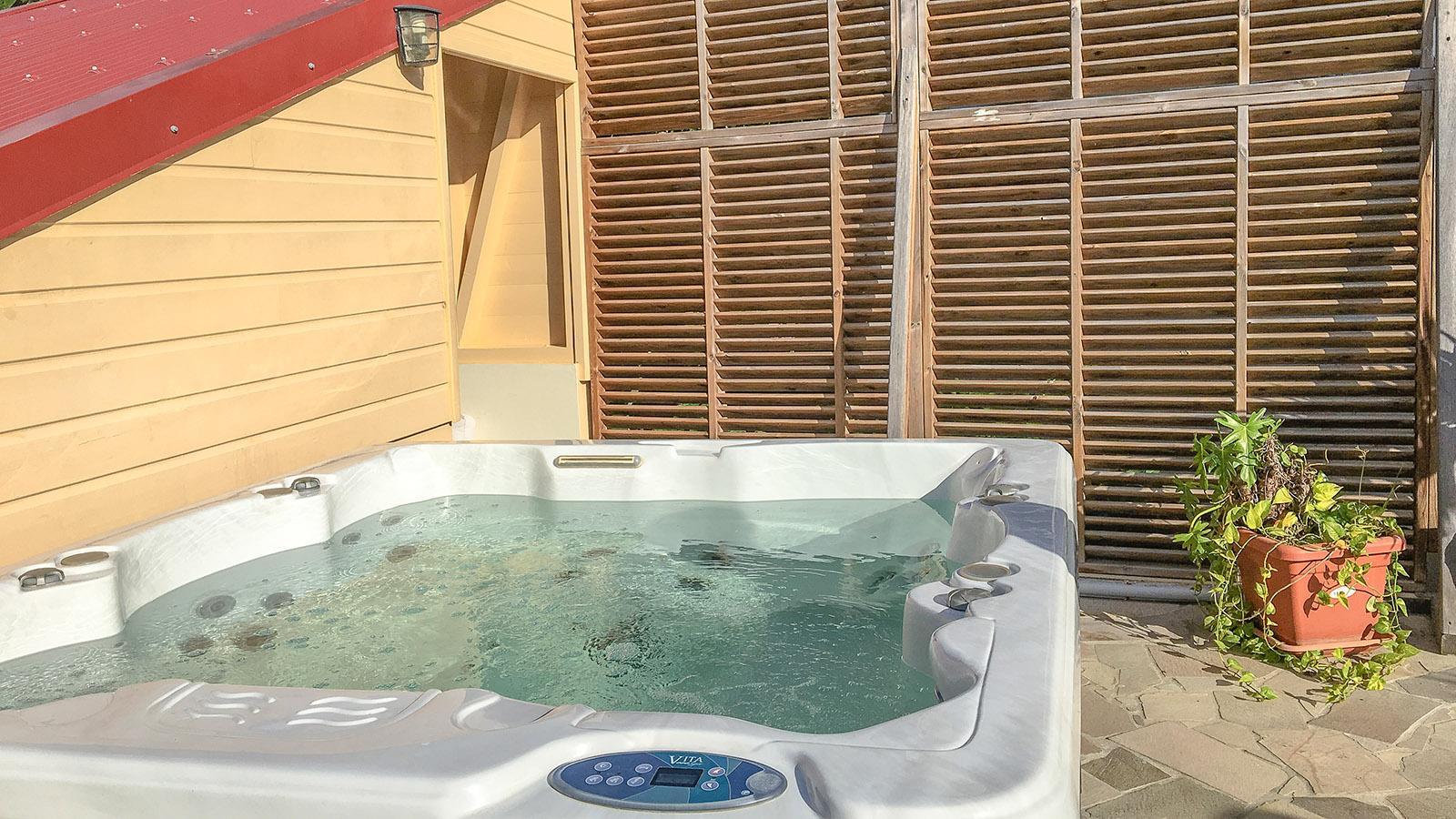 Ein Bad im Whirlpool von Tante Arlette eröffnet Weiblicke auf den Norden von Martinique. Foto: Hilke Maunder