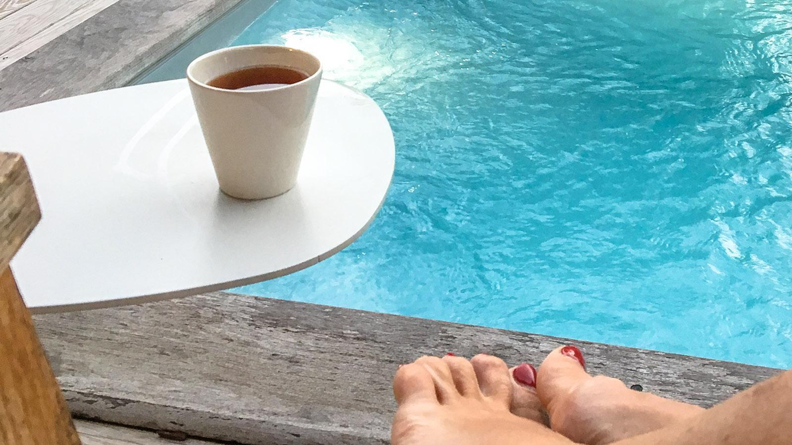 Was für ein schöner Luxus: Zu jedem Zimmer im French Coco gehört ein kleiner, privater Pool. Foto: Hilke Maunder
