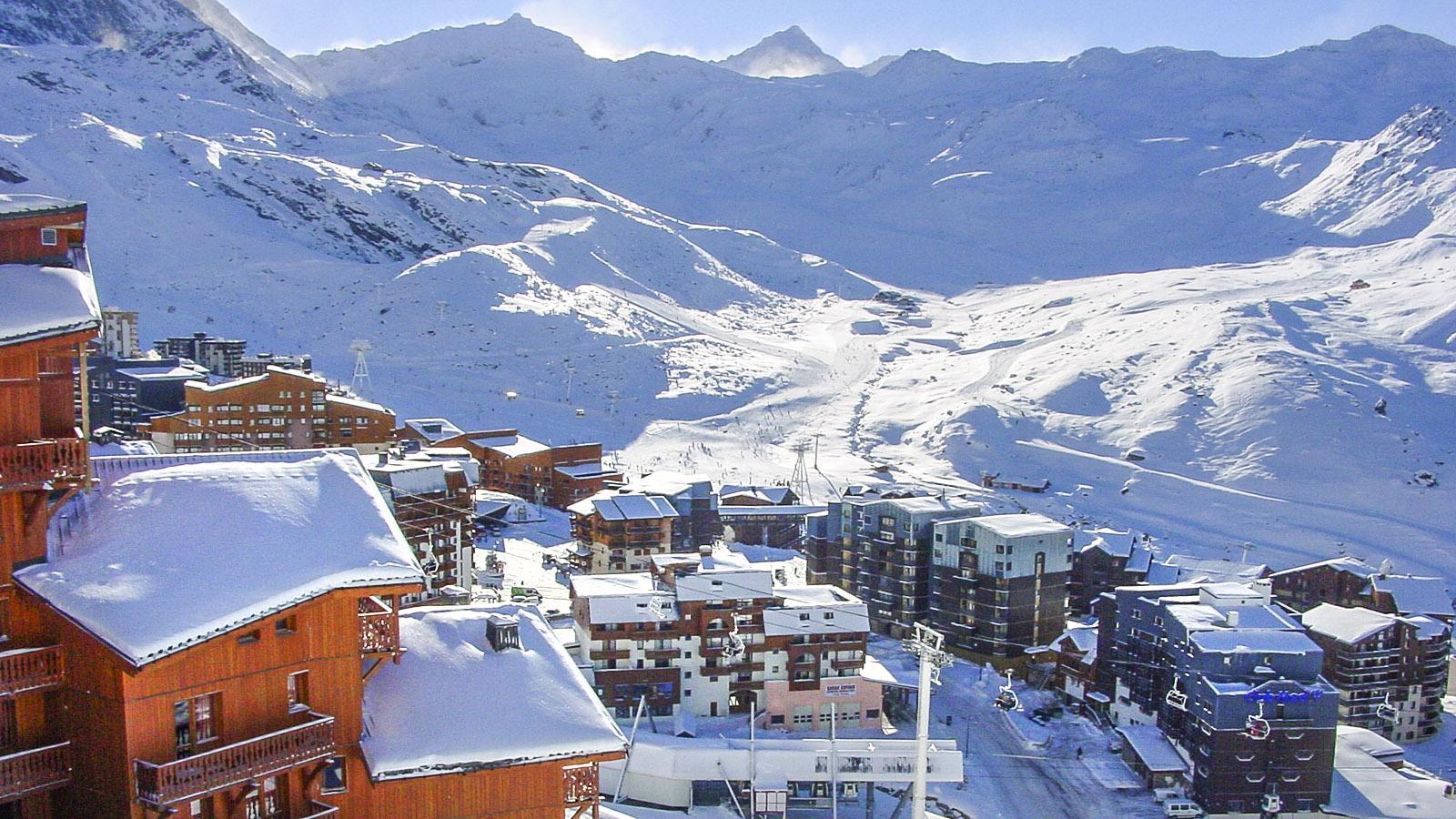 Val Thorens: Blick vom Ortsteil Balcons auf das Zentrum der höchstgelegenen Skistation Europas (2.300 m). Foto: Hilke Maunder
