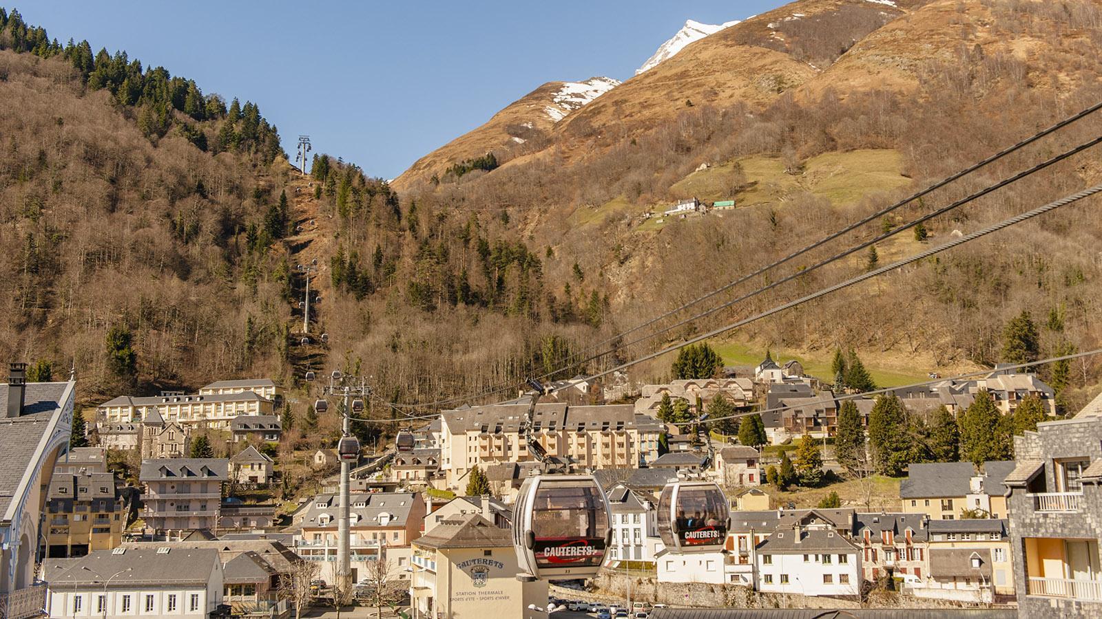Bis weit nach Ostern könnt ihr in Cauterets Ski laufen - auch, wenn der Frühling schon im Tal eingekehrt ist. Foto: Hilke Maunder