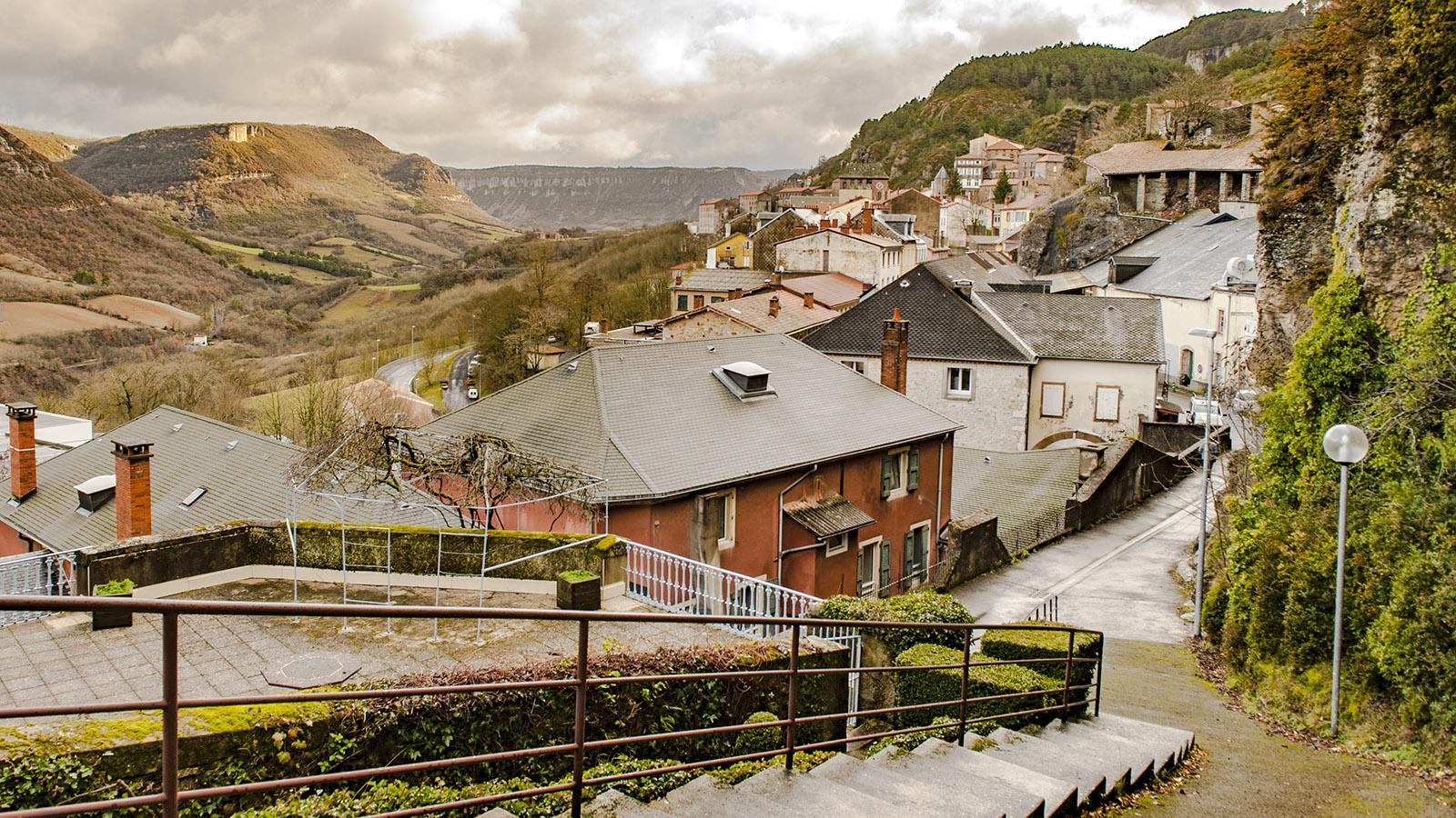 Blick auf Roquefort im Tal des Soulzon. Foto: Hilke Maunder