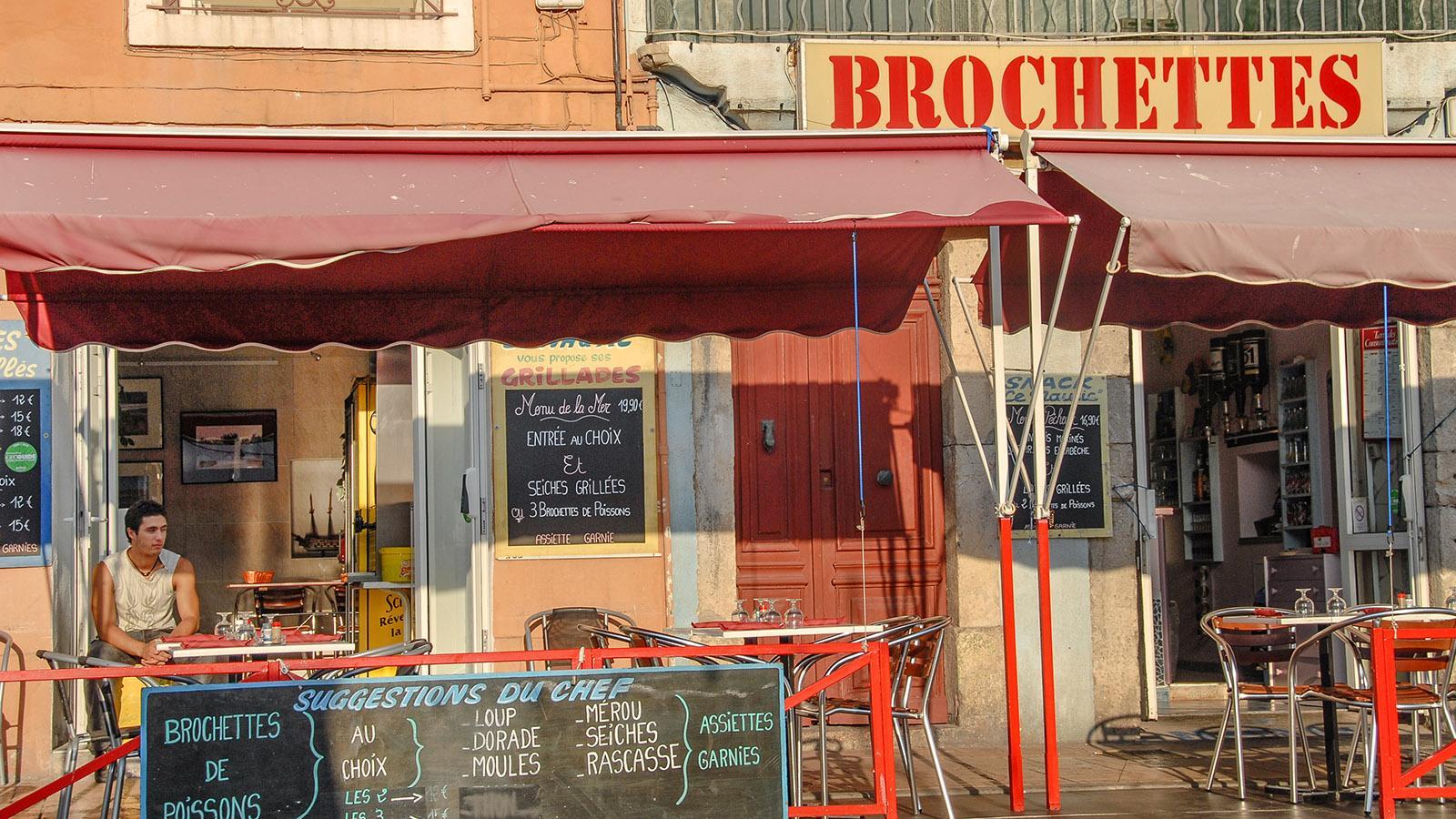 Einfach lecker: Brochette-Grill am Hauptkanal von Sète. Foto: Hilke Maunder