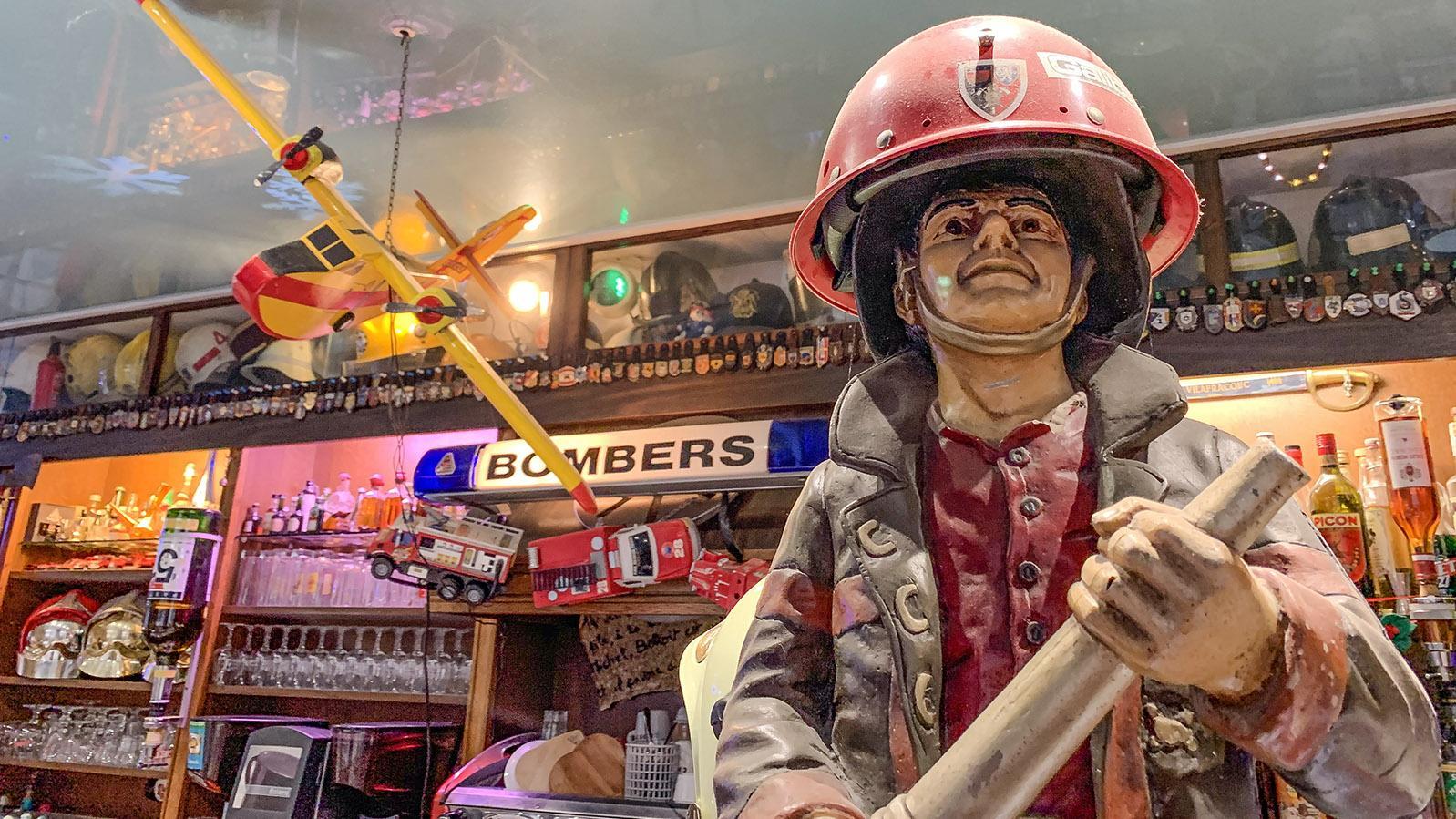 "Villefranche-le-Conflent: Die Bar ""Le Canigou"" gleich einem Feuerwehrmuseum. Foto: Hilke Maunder"