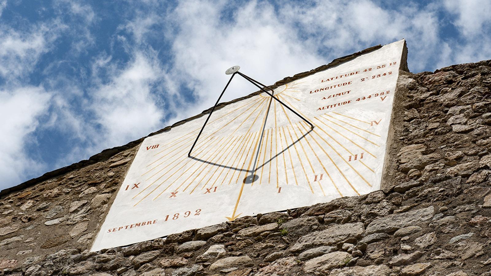 Villefranche-de-Conflent: die Sonnenuhr. Foto: Hilke Maunder