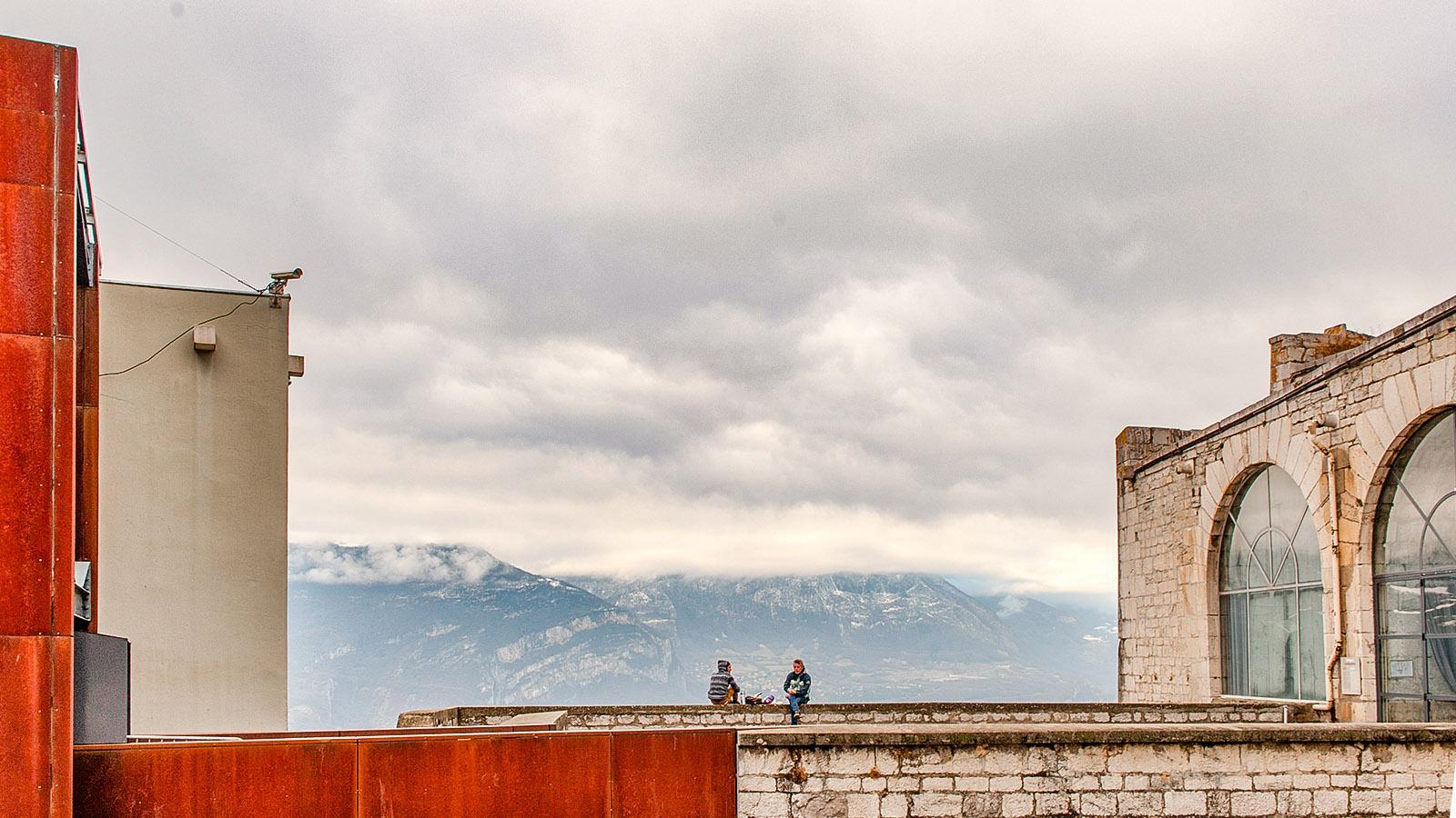 Alt und neu vereint auf dem Aussichtspunkt Bastille. Foto: Hilke Maunder