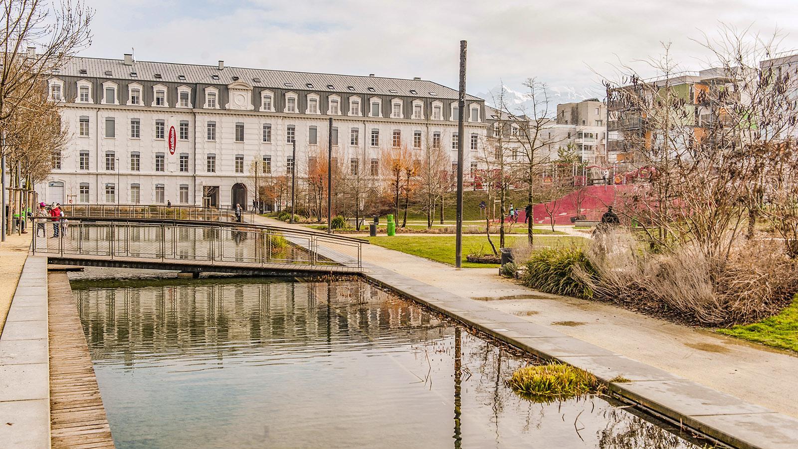 Caserne la Bonne: Wasser als Gestaltungselement ist allgegenwärtig. Foto: Hilke Maunder