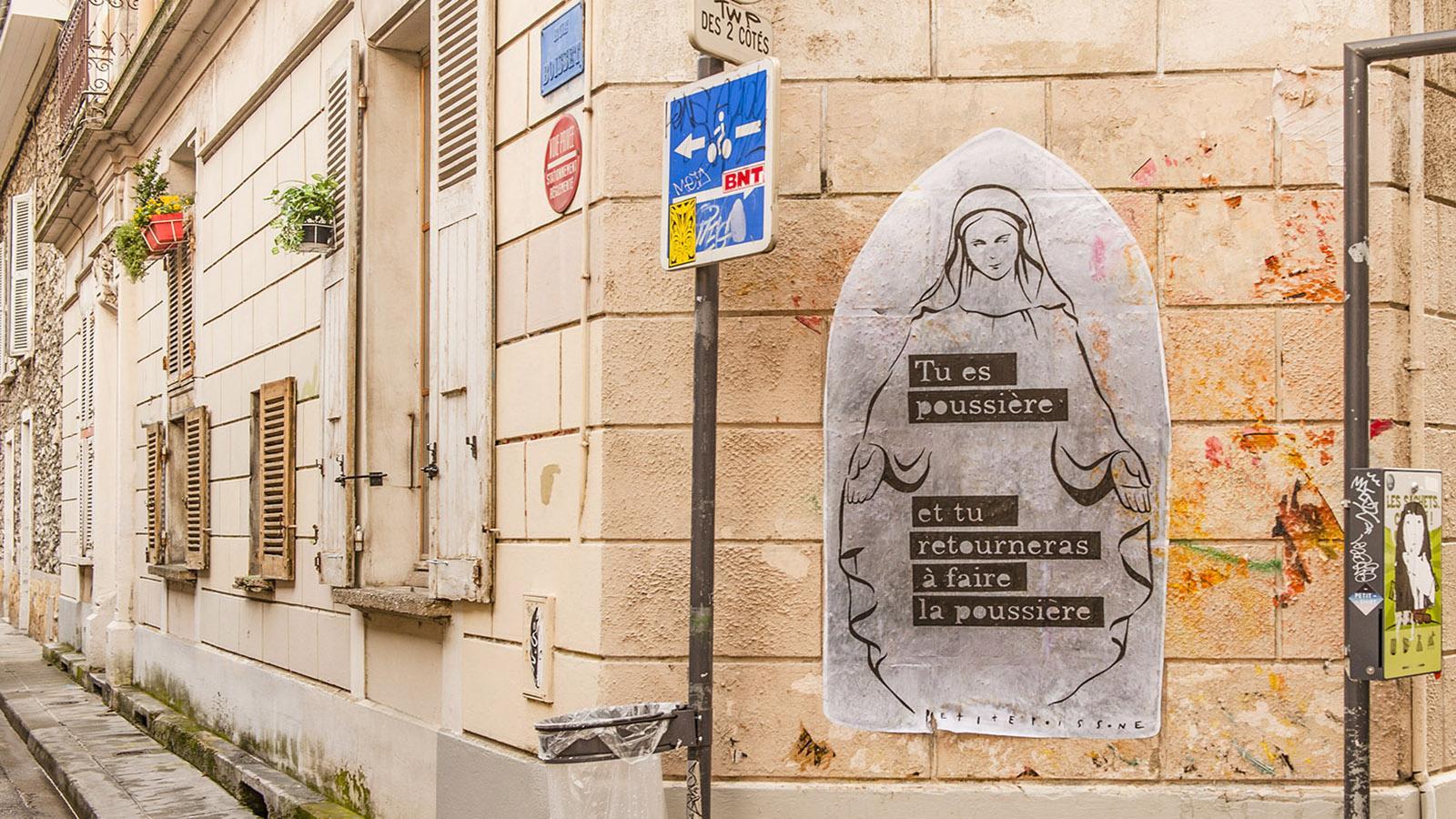 Tu es poussiere - Du bist Staub: Auch dieses Stencil findet ihr im Stadtteil Championnet von Grenoble. Foto: Hilke Maunder