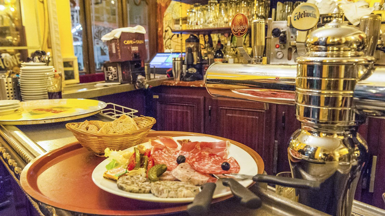 Die Schlachtplatte des Cafés de la Table Ronde. Foto: Hilke Maunder