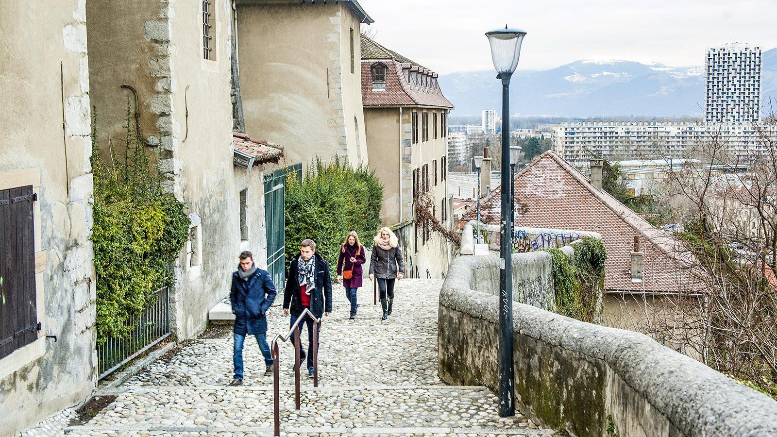 Treppenwege führen hinauf zur Bastille. Foto: Hilke Maunder