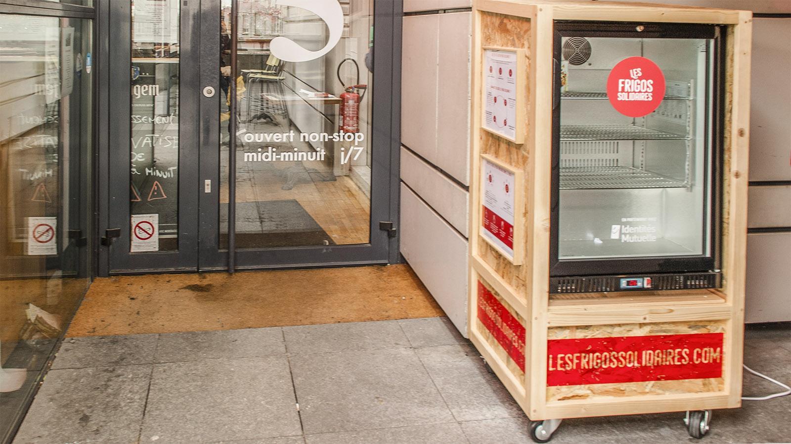 Anonym Lebensmittel spenden und entnehmen - die frigo solidaires machen es möglich. Foto: Hilke Maunder