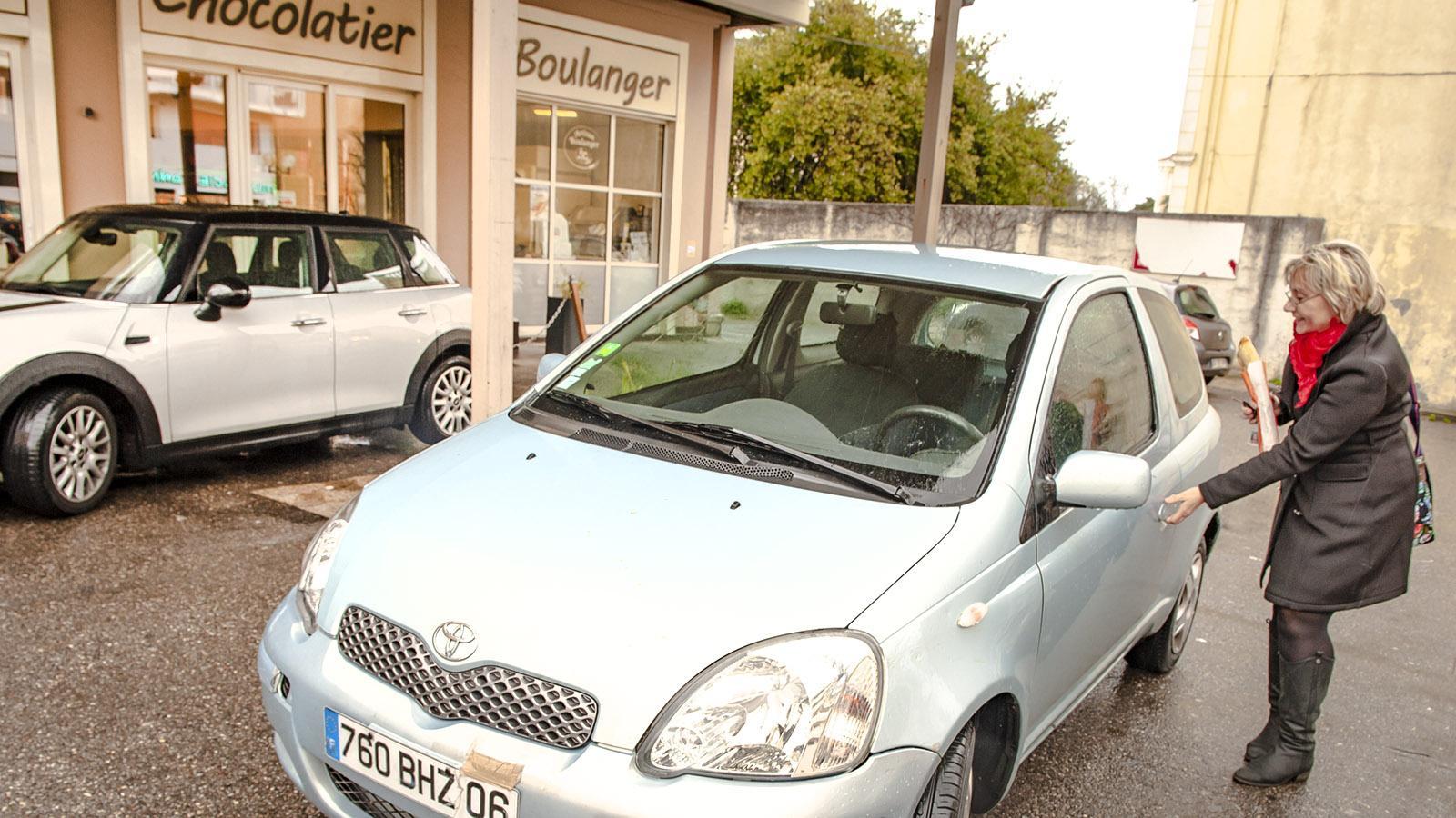Wie die Franzosen fährt auch Christine Cazon mit dem Wagen zum Bäcker. Foto: Hilke Maunder