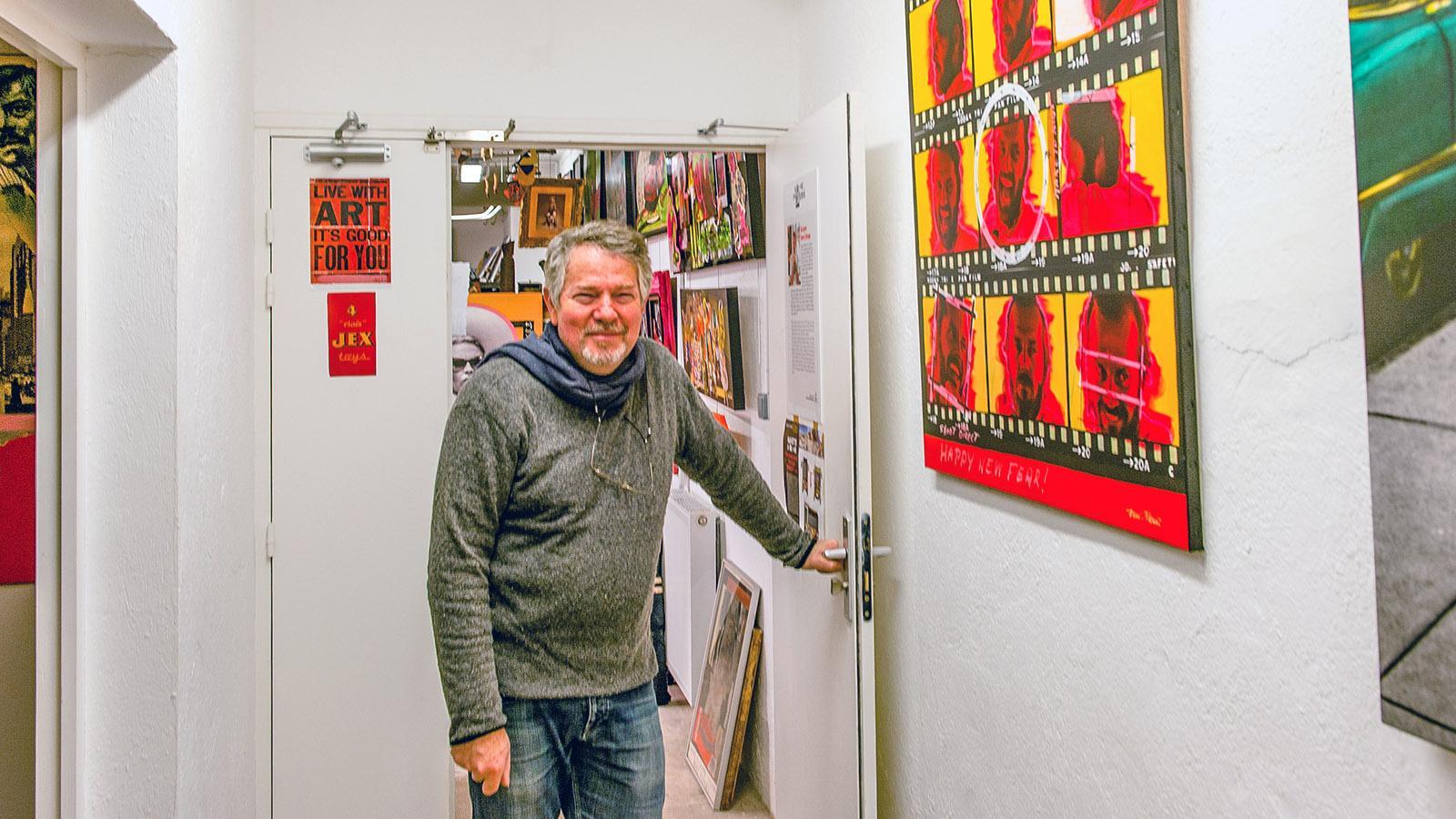 Cannes, Suquet des Artistes. Richard Ferri-Pisani öffnet die Tür zu seinem Atelier. Foto: Hilke Maunder