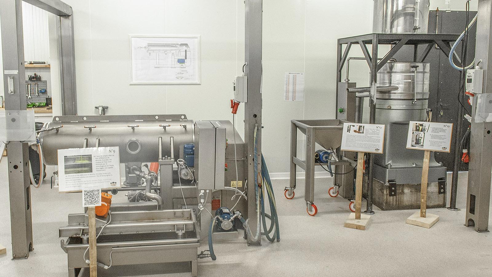 Bastide de Laval: Die Herstellung des Olivenöl erläutern Infotafeln an den Maschinen. Foto: Hilke Maunder