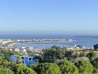 Cannes: Blick vom Croix de Gardes auf die Stadt. Foto: Hilke Maunder