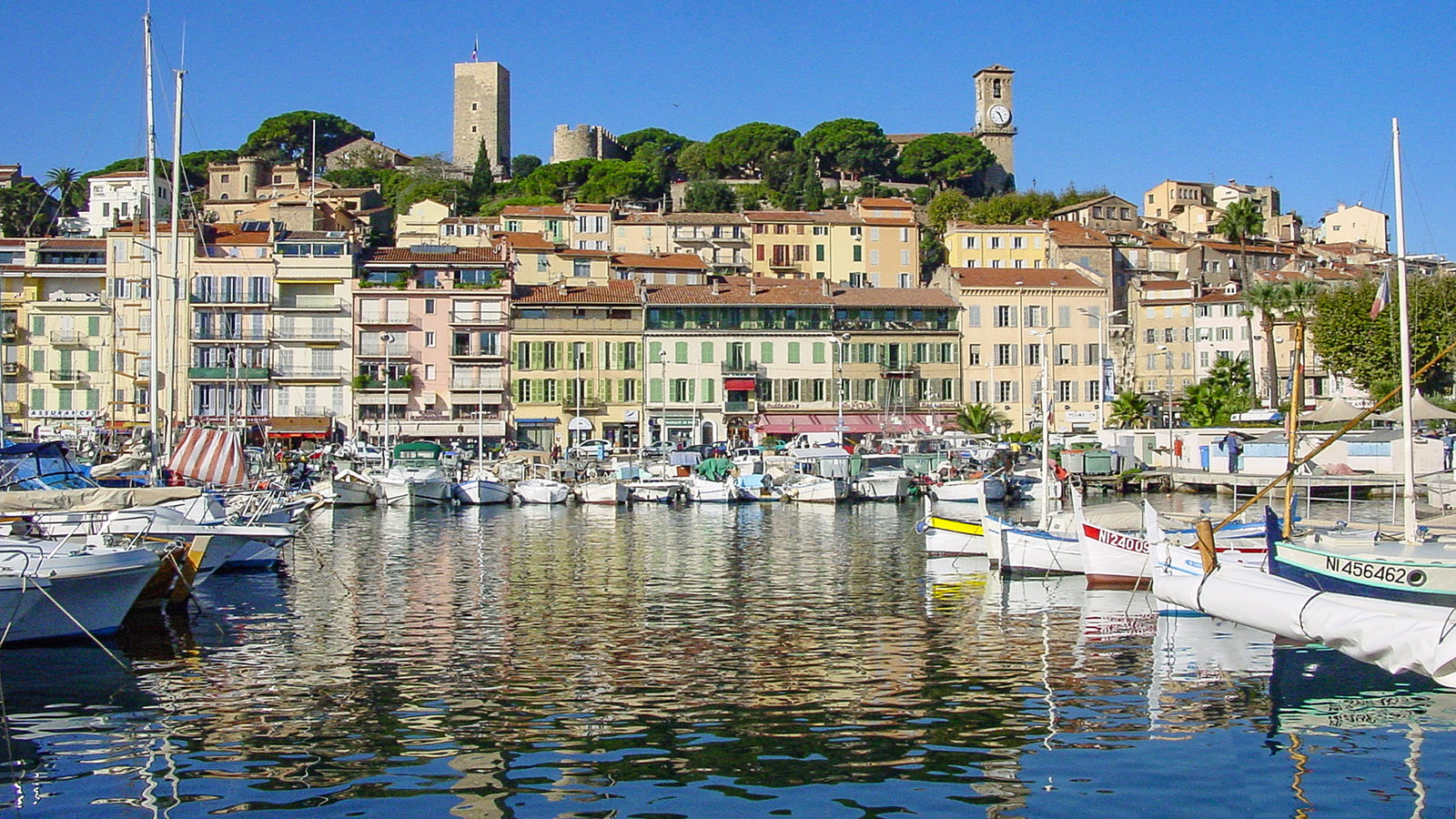 Cannes - Hafen und Le Suquet. Foto: Hilke Maunder