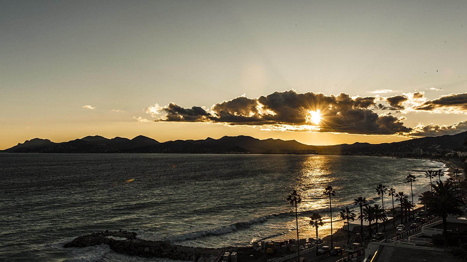 Sunset über der Bucht von Cannes. Foto: Hilke Maunder