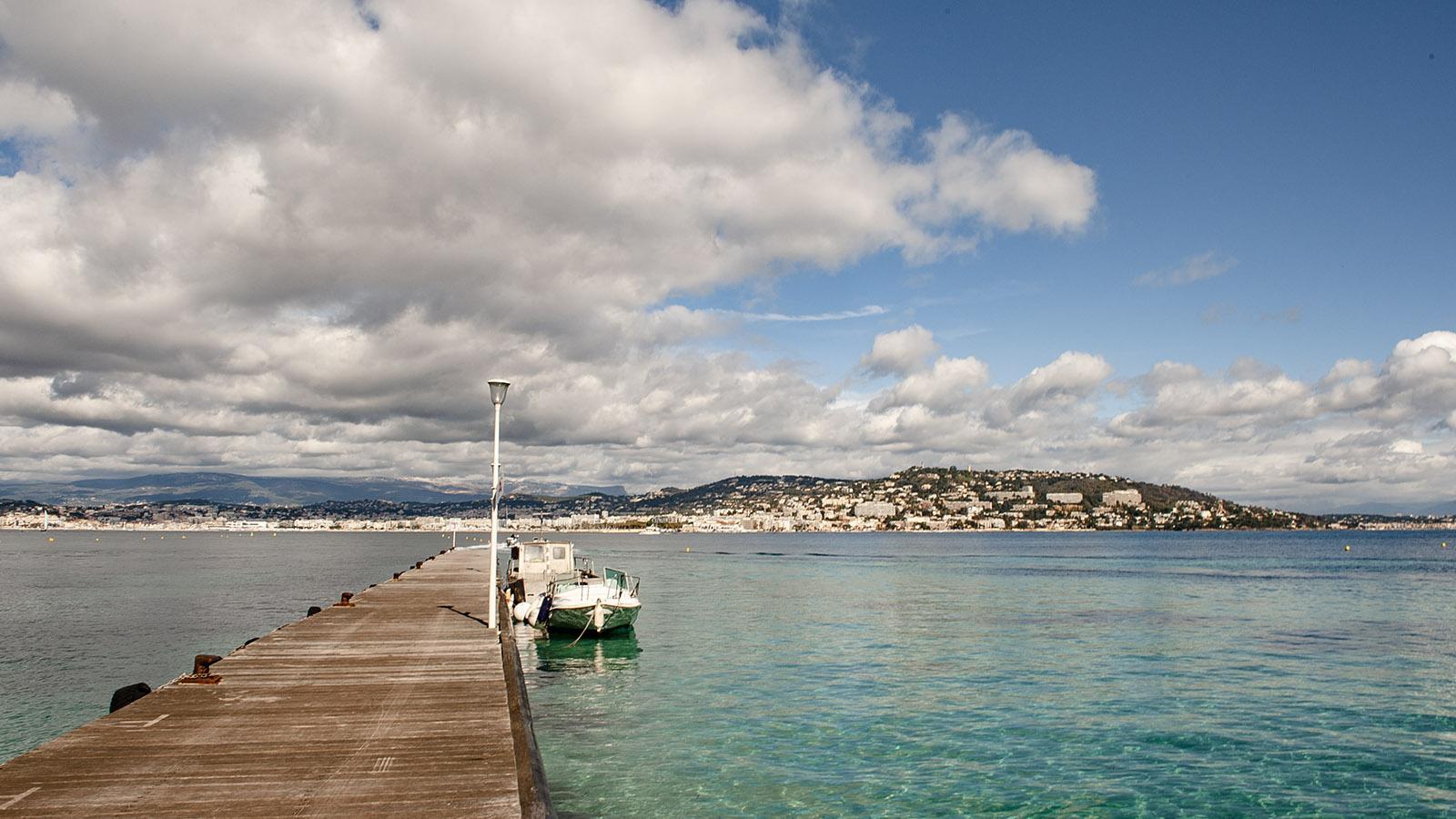 Blick vom Anleger der Île Sainte-Marguerite auf Cannes. Foto: Hilke Maunder