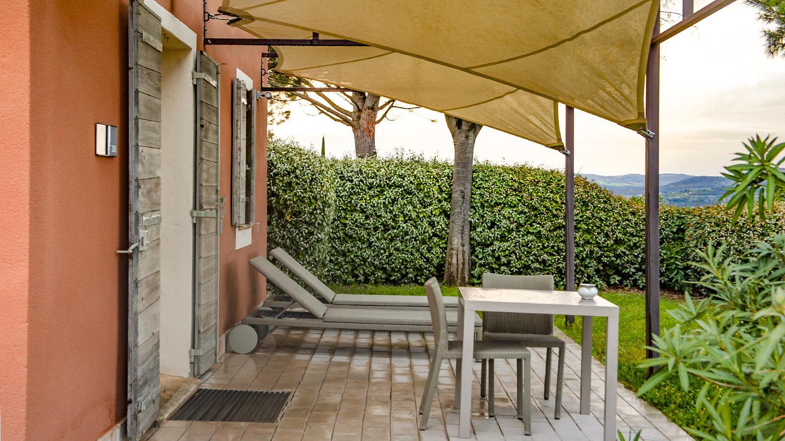 La Coquillade: Die Terrasse der Juniorsuite. Foto: Hilke Maunder