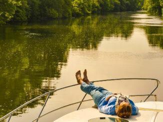 Auf vielen Strecke ist das Schippern auf der Charente wahres Zen - denn Schleusen gibt es hier deutlich weniger als zum Beispiel am Canal du Midi. Foto: Hilke Maunder