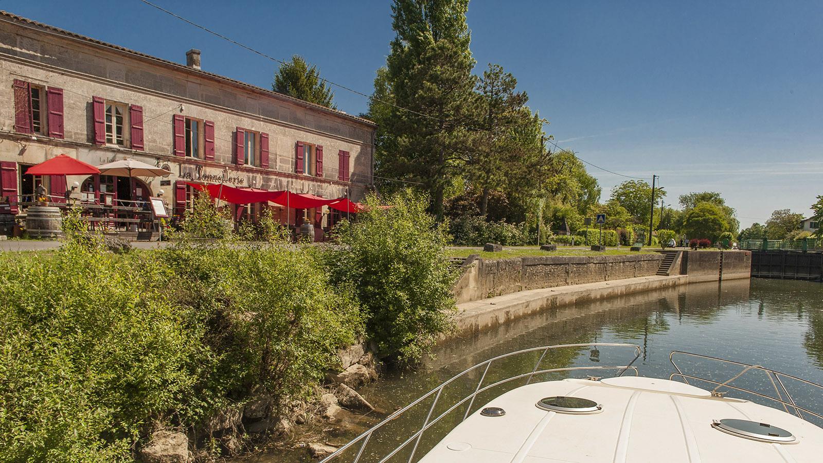 La Tonnellerie von Châteauneuf-sur-Charente liegt direkt am Fluss. Foto: Hilke Maunder
