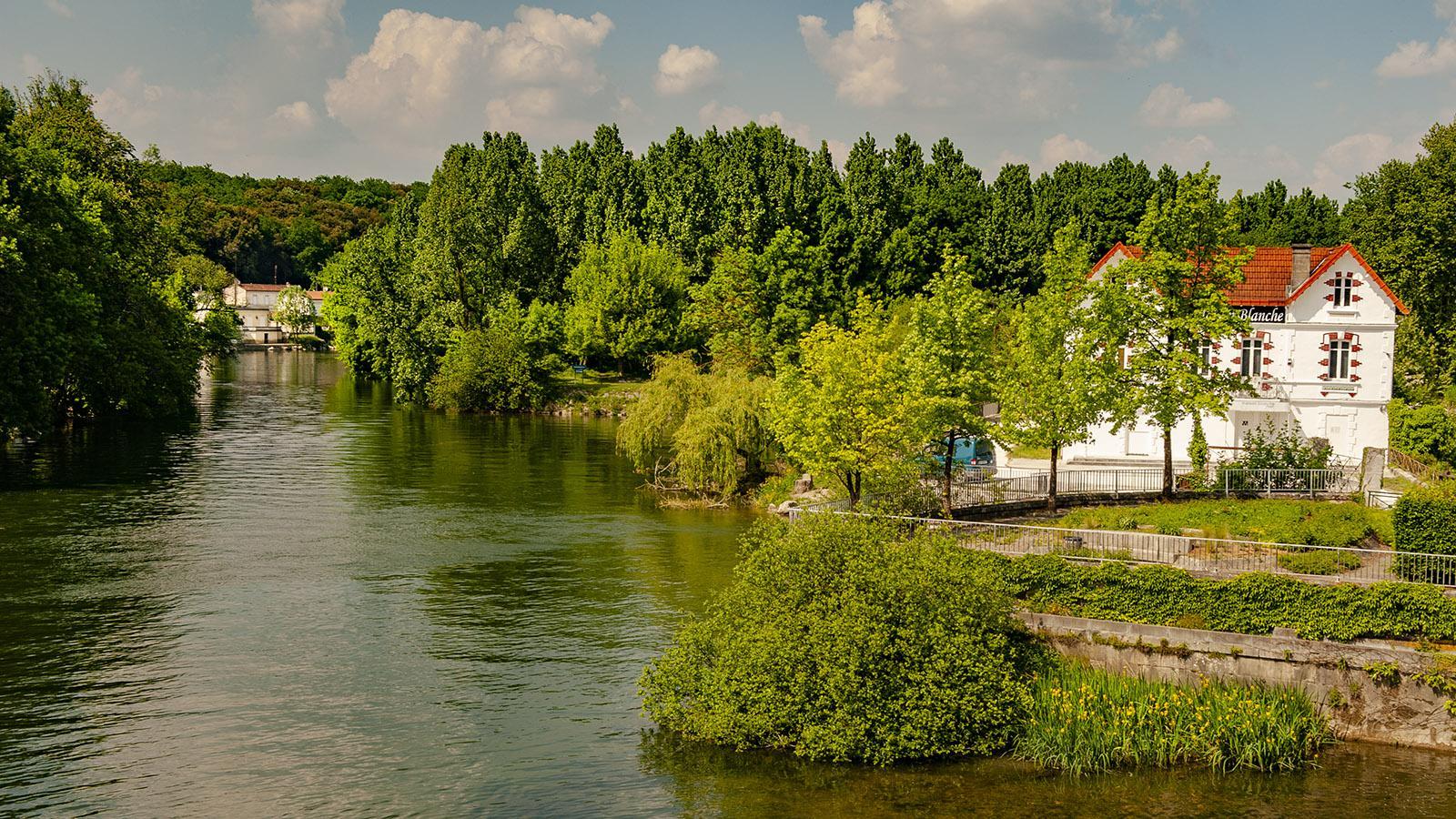 Die Maison Blanche an der Charente von Cognac. Foto: Hilke Maunder
