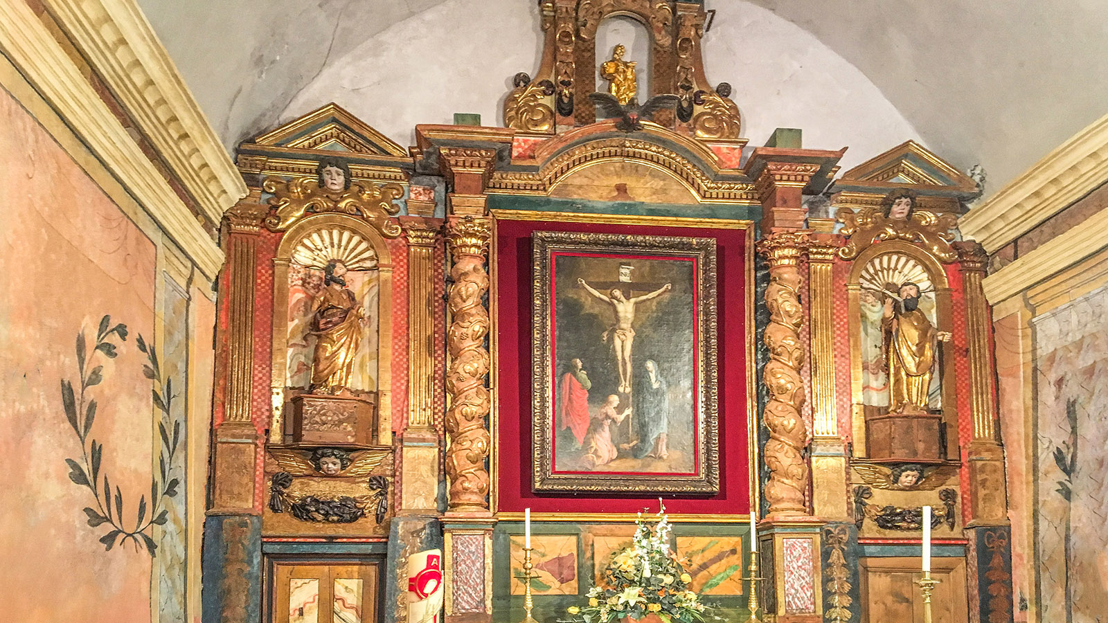 Prats-de-Sournia:  Altar der Kirche