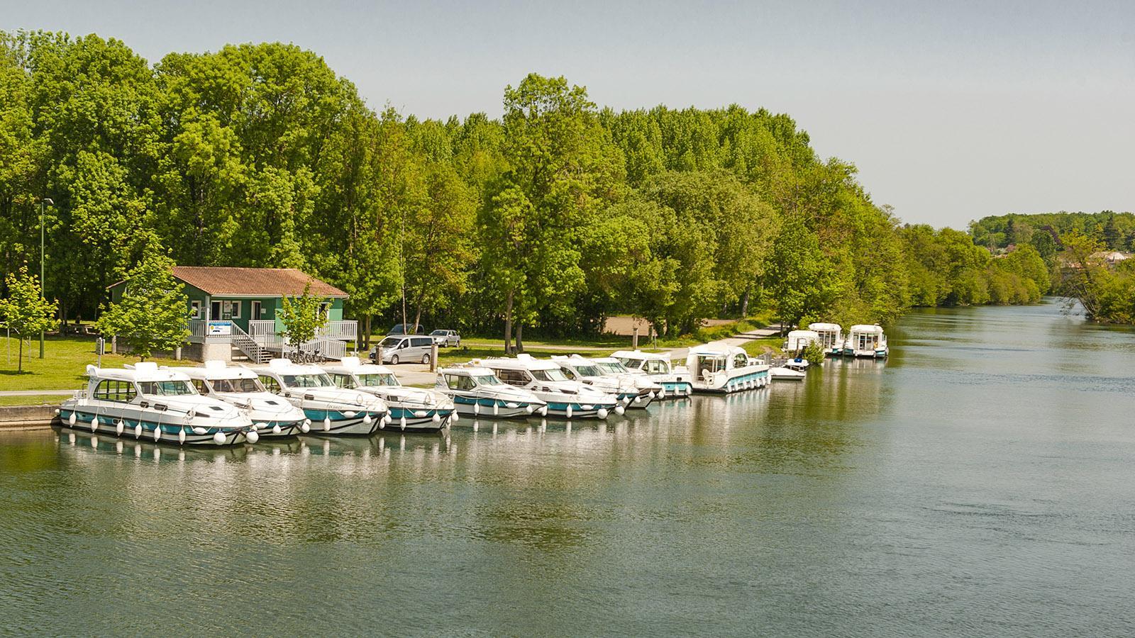Die Hausboot-Basis von Sireuil an der Charente. Foto: Hilke Maunder