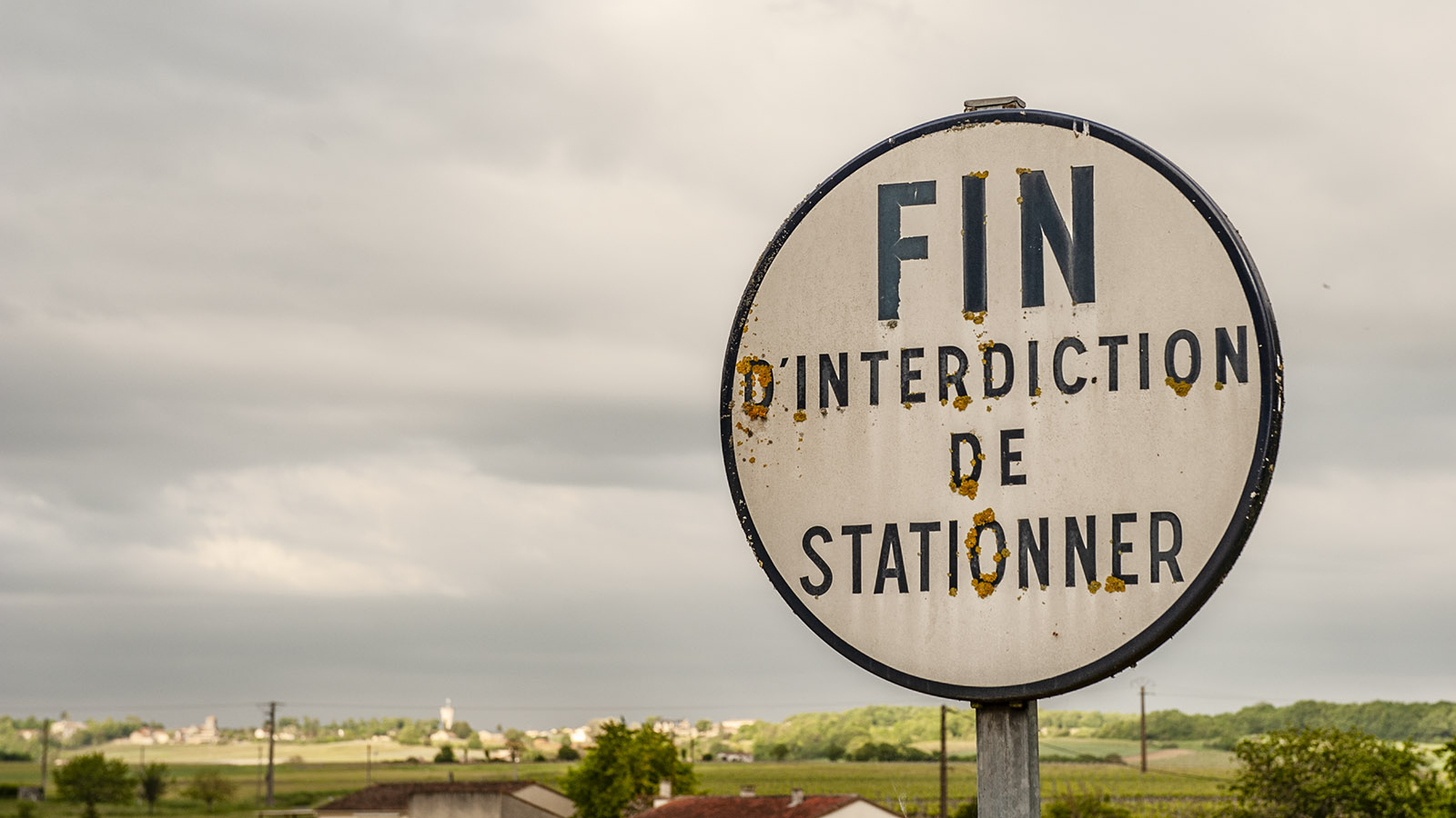 Autofahren: Ende der Parkverbotszone. Foto: Hilke Maunder